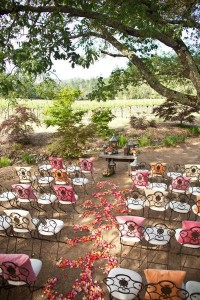décoration pour un mariage chaises originales