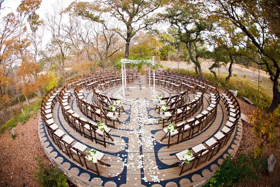 Cérémoie laïque disposition chaises en arc de cercle Ben Godkin photography