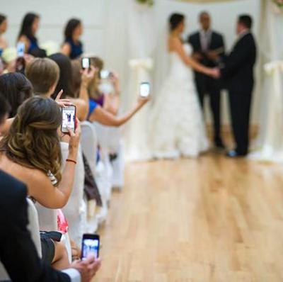 Etiquette invités : 5 choses à ne pas faire pendant une cérémonie